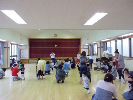 第1回こひつじチャイルドクラブ(子育て支援事業=親子教室・園庭開放)を開催!!(5月18日・金)