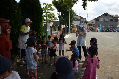 幼稚園は、夏休み中  預かり保育やっております