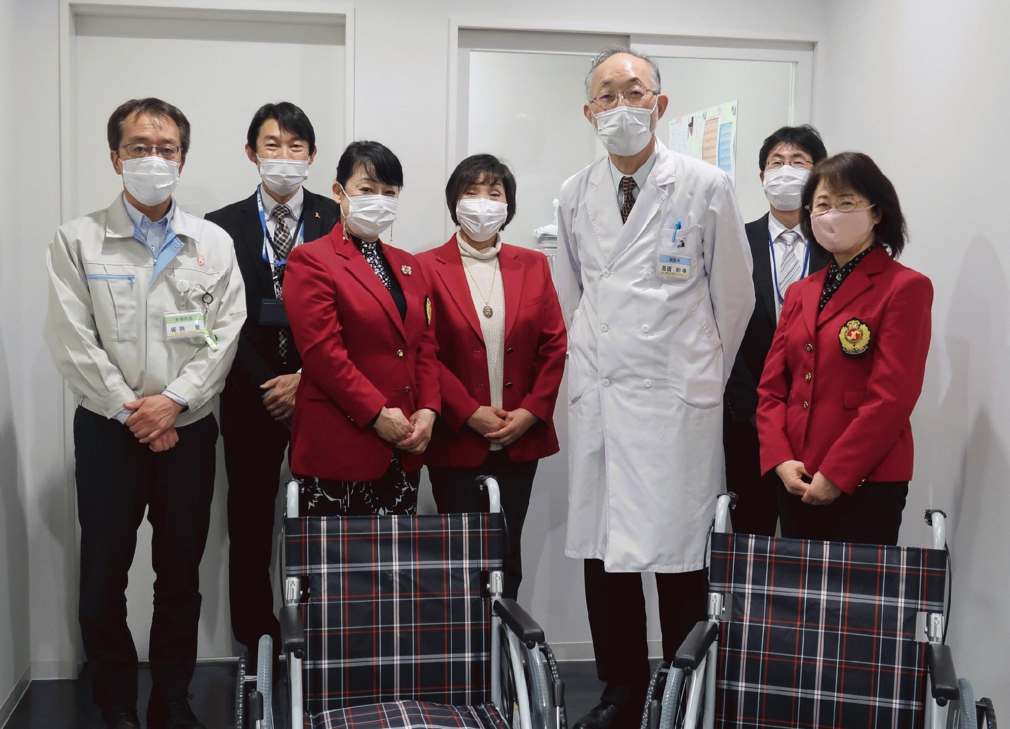 新小山市民病院へ車椅子贈呈