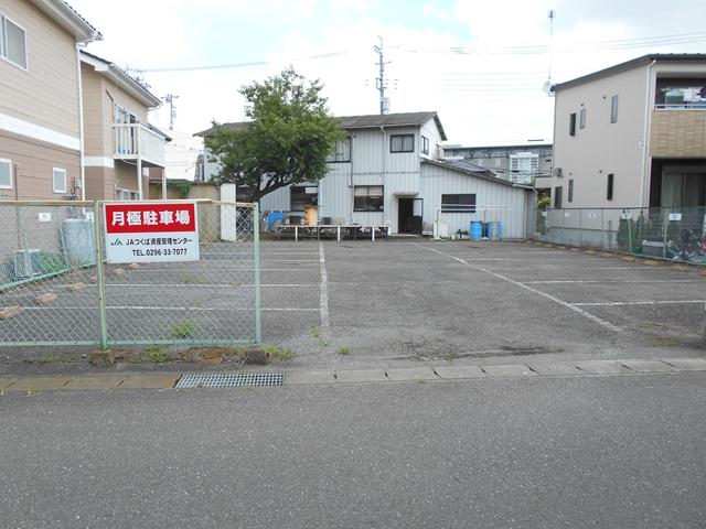 宮本米店月極駐車場
