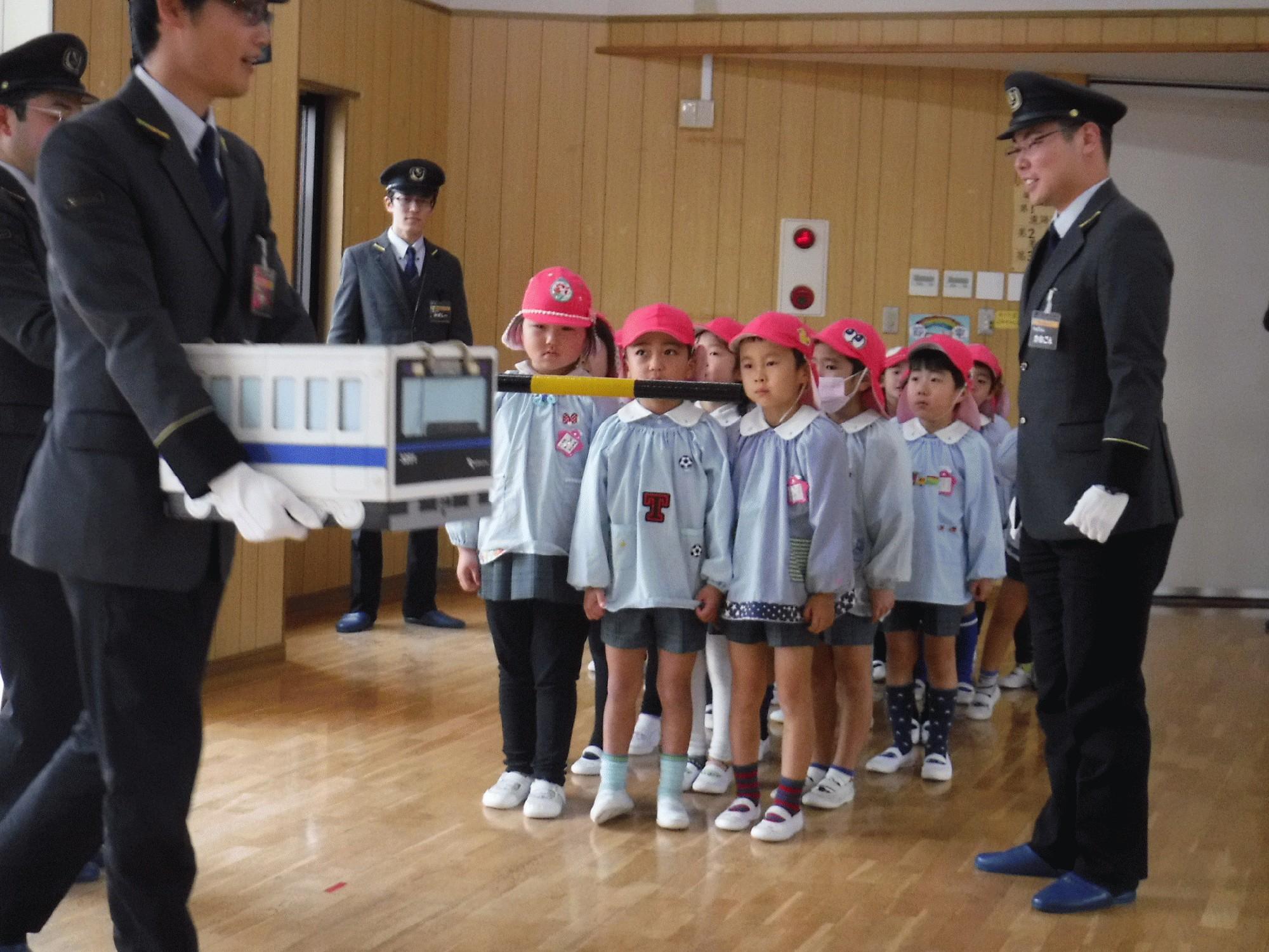 本物体験�C鉄道安全教室(年長組)